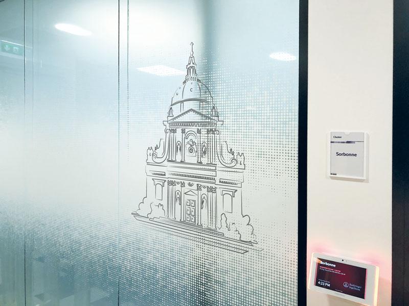 """Vitrophanie """"La Sorbonne Paris"""" en impression numérique sur film adhésif incolore"""