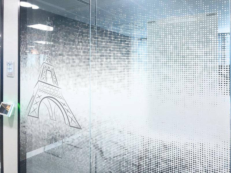 """Vitrophanie """"Tour Eiffel"""" en impression numérique sur film adhésif incolore"""