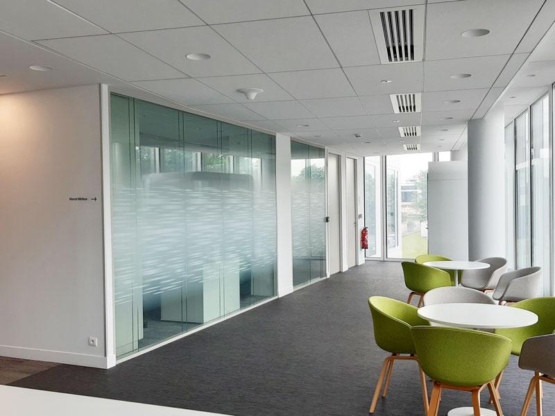 Vitrophanie salle de réunion en impression numérique sur film adhésif incolore